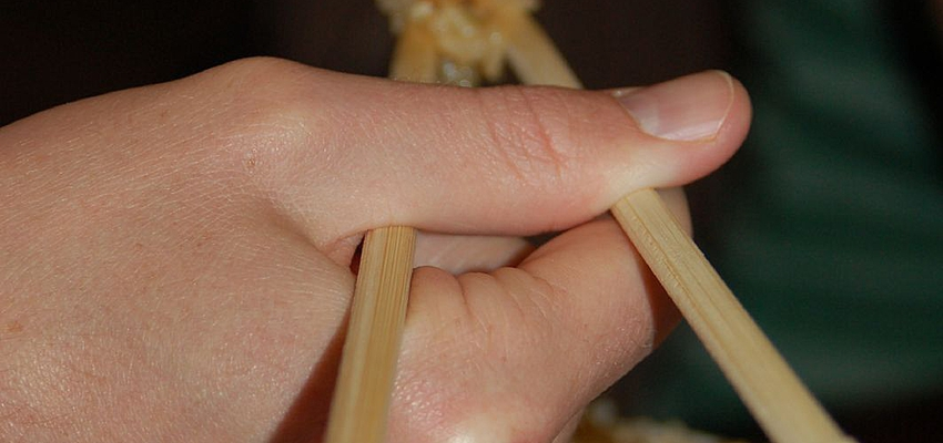 The art of handling chopsticks in Japan