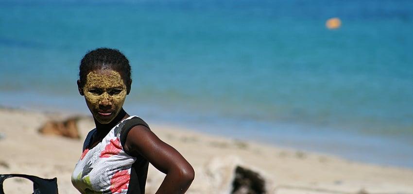 Femme malgache sur une plage de Madagascar