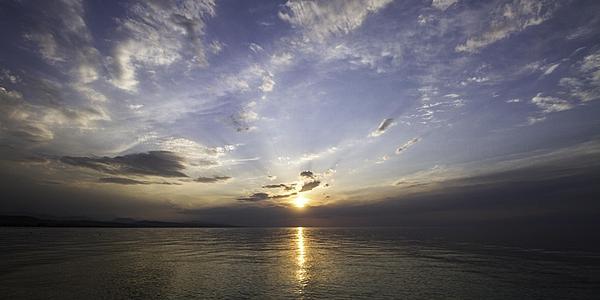 Amanecer en el lago Issyk-Kul