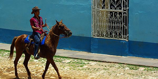 Escena callejera en Trinidad