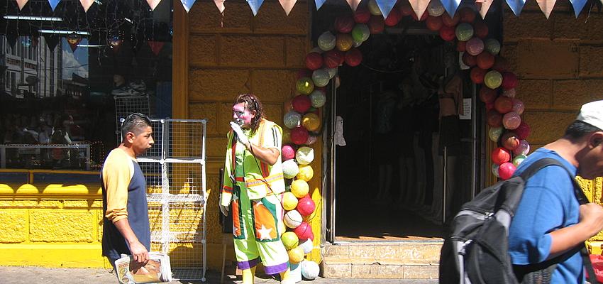 Clown sur le marché de San Salvador