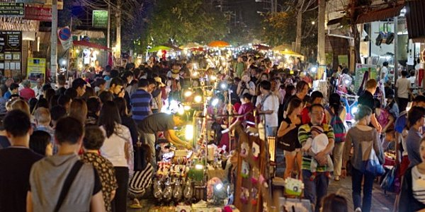 El bullicio nocturno de Chiang Mai