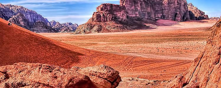 Zu Fuß durch die rosa Wüste