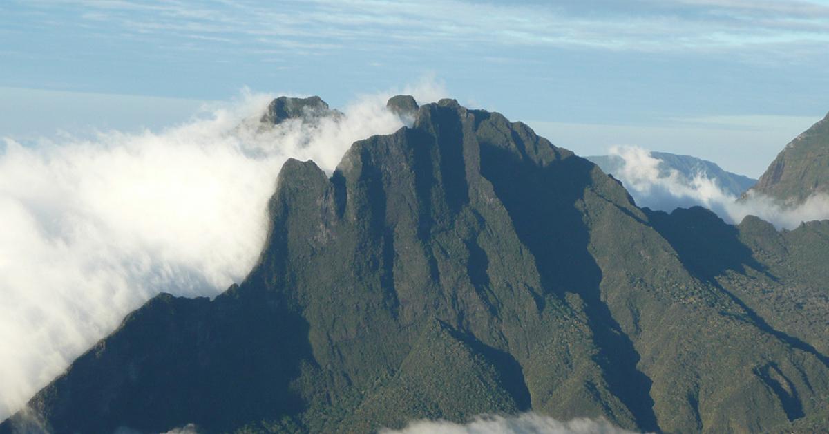 Voyage à pied : Randonnées dans les 3 cirques et les volcans