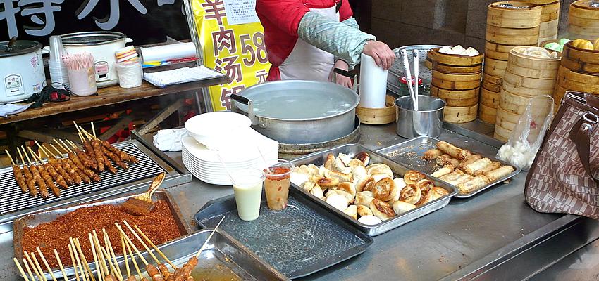 Un stand de nourriture chinoise