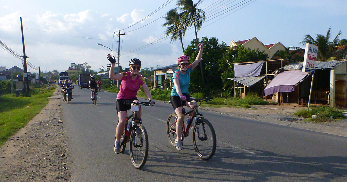 Voyage en véhicule : Aventure à vélo dans le Nord et croisière dans la Baie d\'Halong