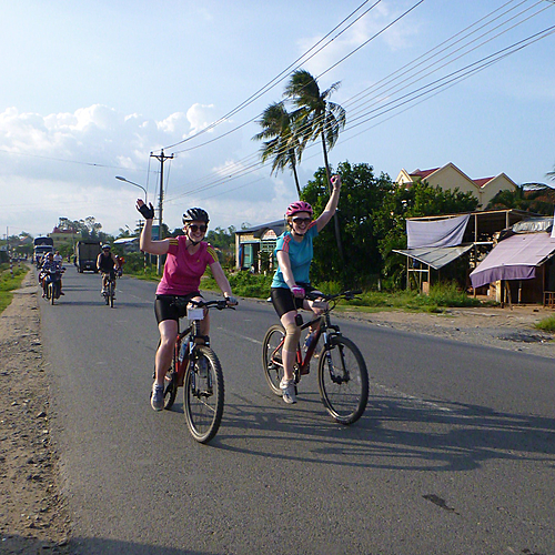 Aventure à vélo dans le Nord et croisière dans la Baie d'Halong - Hanoï -