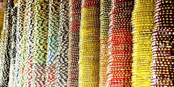 Bangles multicolores, marché en Inde