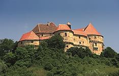 Les châteaux et remparts médiévaux