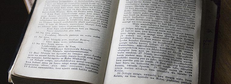 Bible écrite en Swahili, pour les chrétiens de Tanzanie!