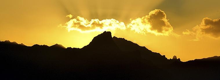 Lever de soleil au milieu de l'archipel