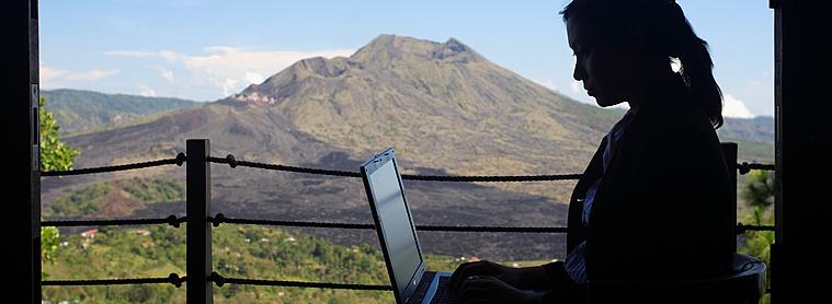 Même si ils sont peu développés, des moyens de communication vous permettront de rester en contact avec le reste du monde lors de votre voyage en Indonésie !