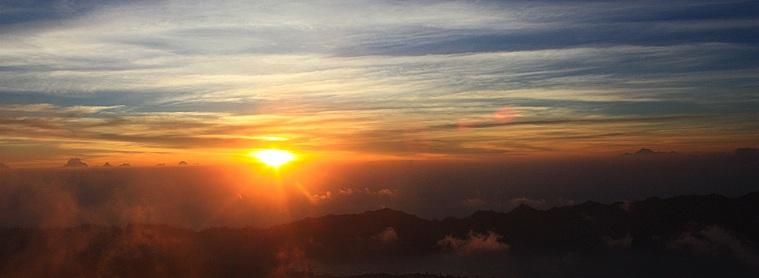 Malgré une ascension (très) matinale et âpre, la vue depuis le sommet du Mont Batur au levé du soleil est une expérience inoubliable !