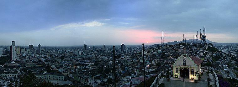 Vue panoramique de Guayaquil, la capitale économique de l'Equateur, que vous pourrez découvrir lors de votre voyage !
