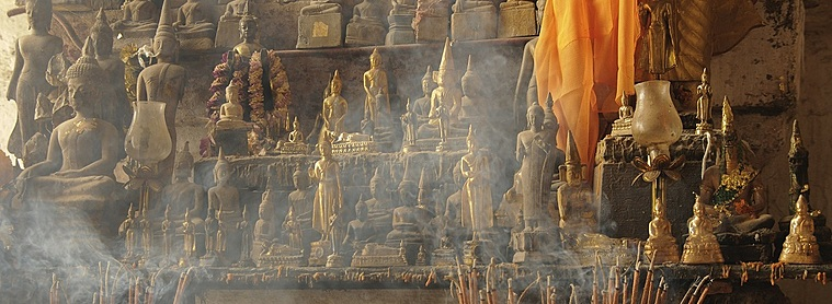 Dans un temple au Laos