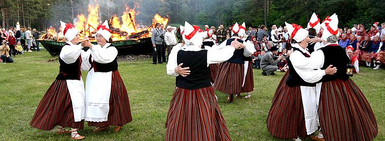 le peuple estonien, toujours partant pour une petite danse !