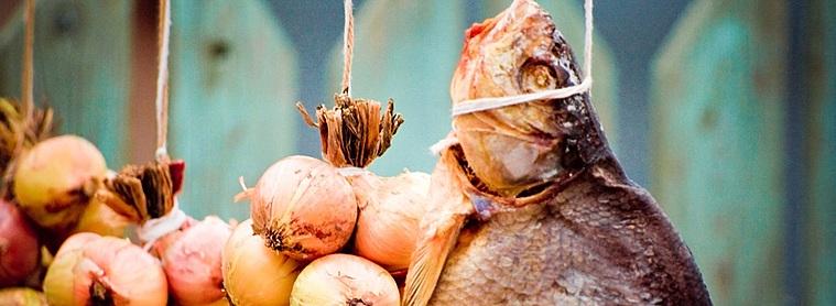 Poisson et oignons, les aliments de base des plats traditionnels au alentour du Lake Peipsi !