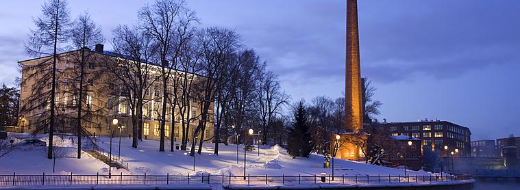 La nuit tombe sur la ville de Tampere