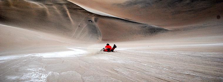 Speedy sand boarding au Pérou