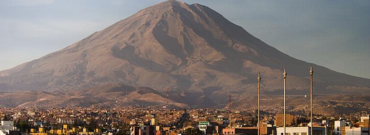 Volcan Misti avec Arequipa