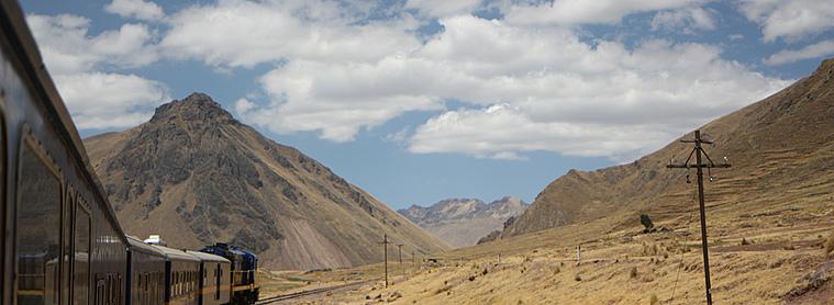 En plein milieu du Pérou, train