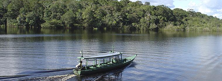 Bâteau sur le fleuve Amazone