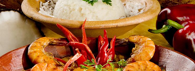 Moqueca, poisson mijoté dans une sauce à l'huile de palme