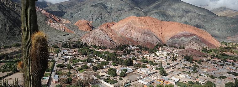 Purmamarca, un bel exemple de la géographie argentine donnant un sentiment de petitesse !