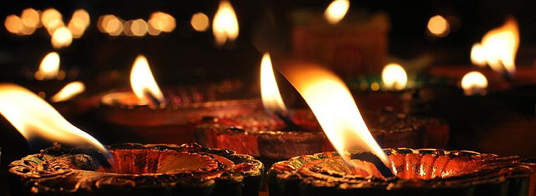 La Fête des lumières, pour commémorer le retour de Bouddha sur terre.