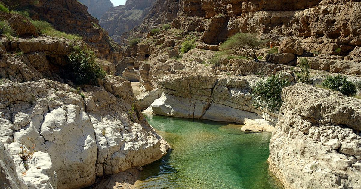 Voyage à pied : Randonnée dans le paradis des wadis en groupe