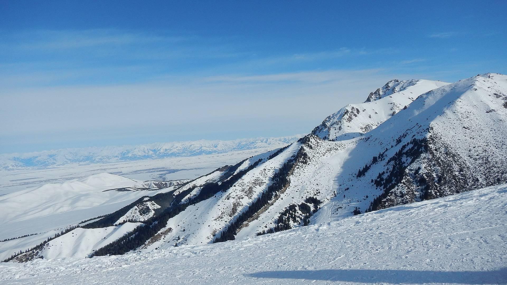 Ski dans les montagnes de Karakol