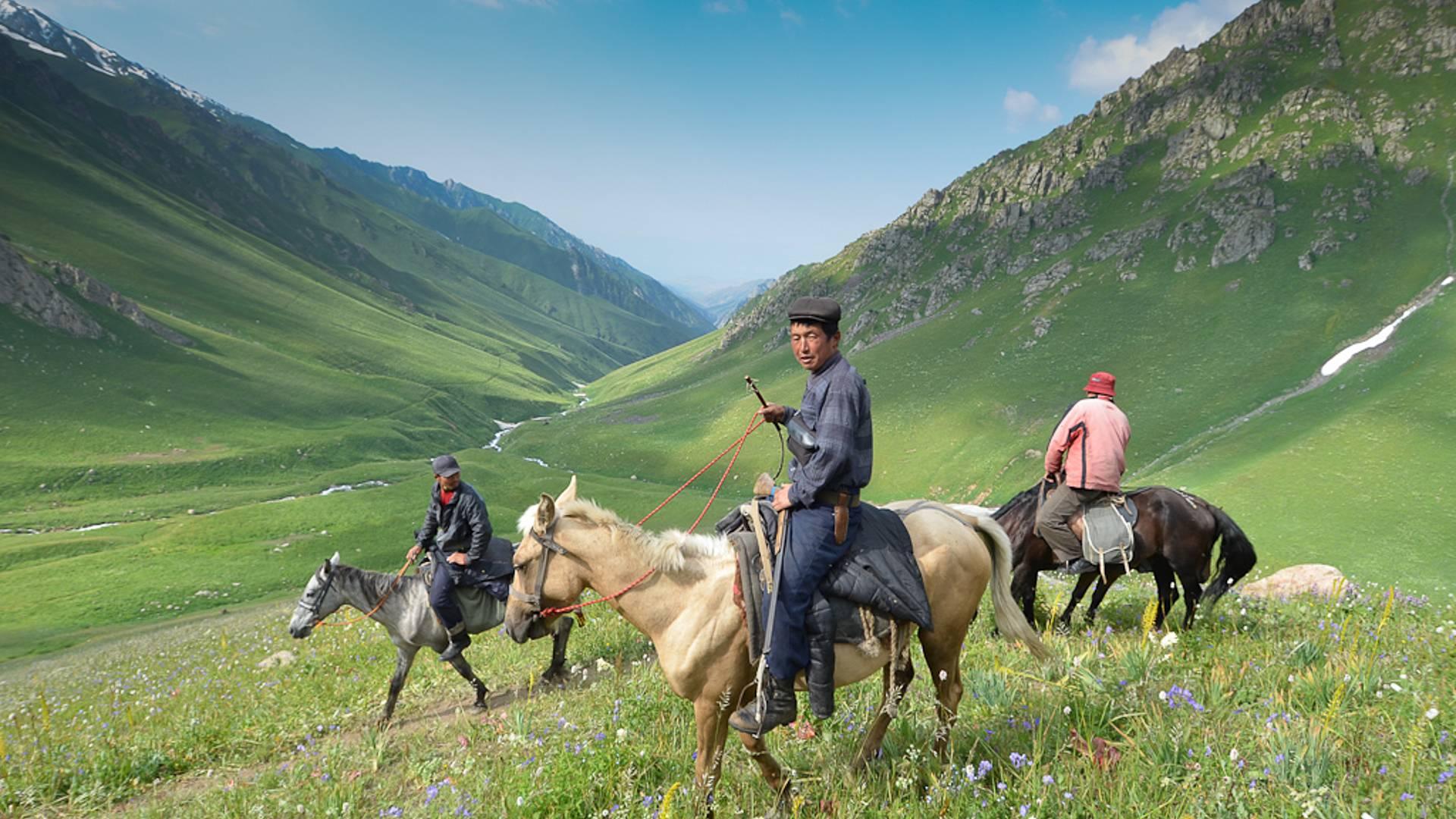 Trek et rencontre avec des Nomades Kirghizes